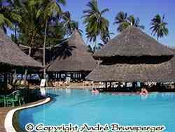 Swimming pool - Hotel Neptune Paradise 4 stars Diani Beach kenya. Very good.