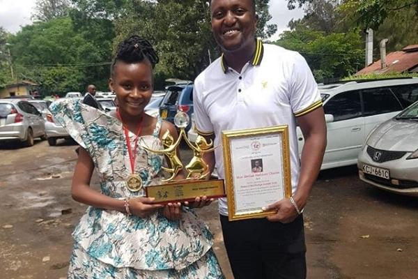 Sheila Sheldon poses for a photo with Citizen TV's Willy Mtuva on Tuesday, January 14. She is a designer and painter