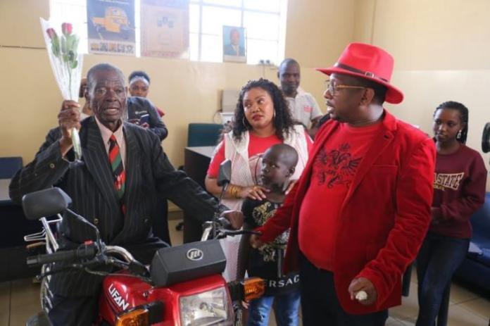 Nairobi Governor Mike Mbuvi Sonko and wife Primrose Mbuvi gifting Nathan Ambuti on Friday, February 14.