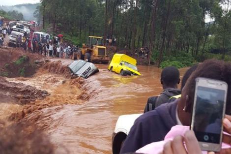 Motorists stranded on the Kisumu-Kisii highway on September 27, 2019.