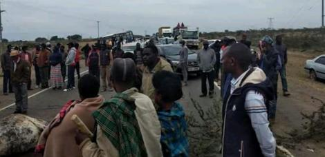 Locals at the accident scene along the Mai-Mahiu Narok road on September 25, 2020.