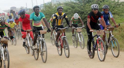 Drama: Man runs away with winner's cash price in a cyclist race, Eldoret