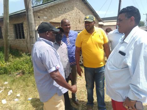 Former Machakos Senator Johnstone Muthama interacting with Msambweni residents on December 15, 2020