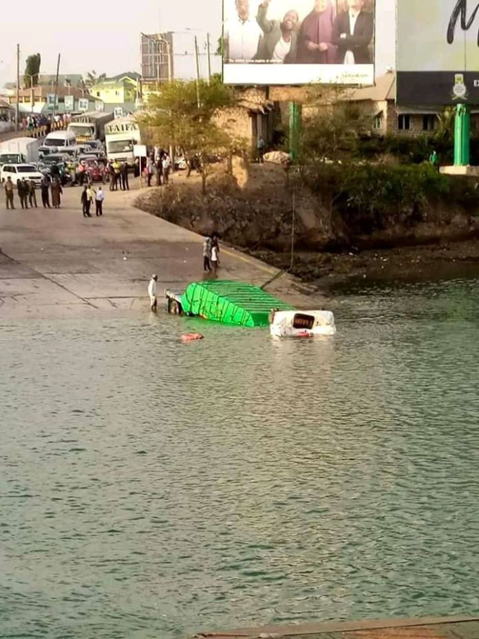 Breaking News: Tanzanian Trailer plunges into Indian Ocean at Likoni