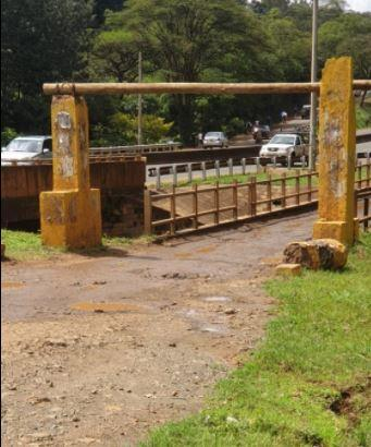 Motorists accessing the Old Chania bridge in Thika Town on April 10, 2021.