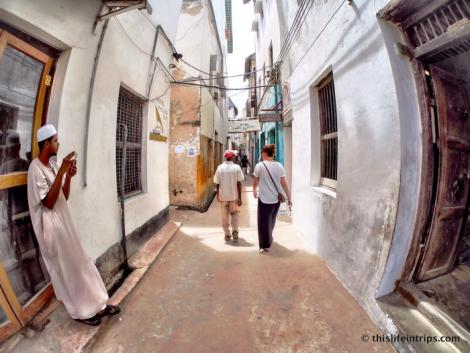 A photo showing the narrow roads in Lamu Old Town