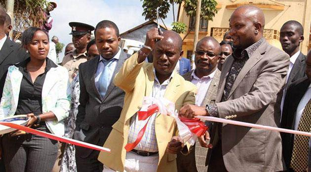 Former Kiambu Governor William Kabogo (centre) with Gatundu South MP Moses Kuria (right) during a launch of a project in Gatundu South in 2015