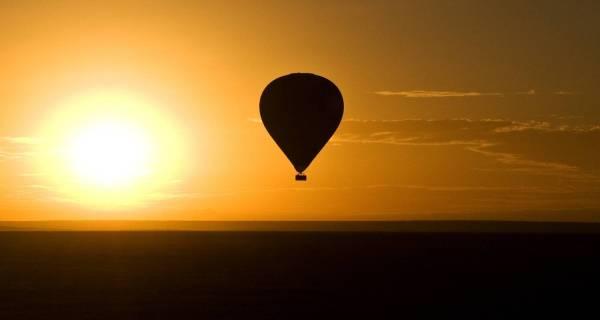 Kenya balloon safari Masai Mara at dawn