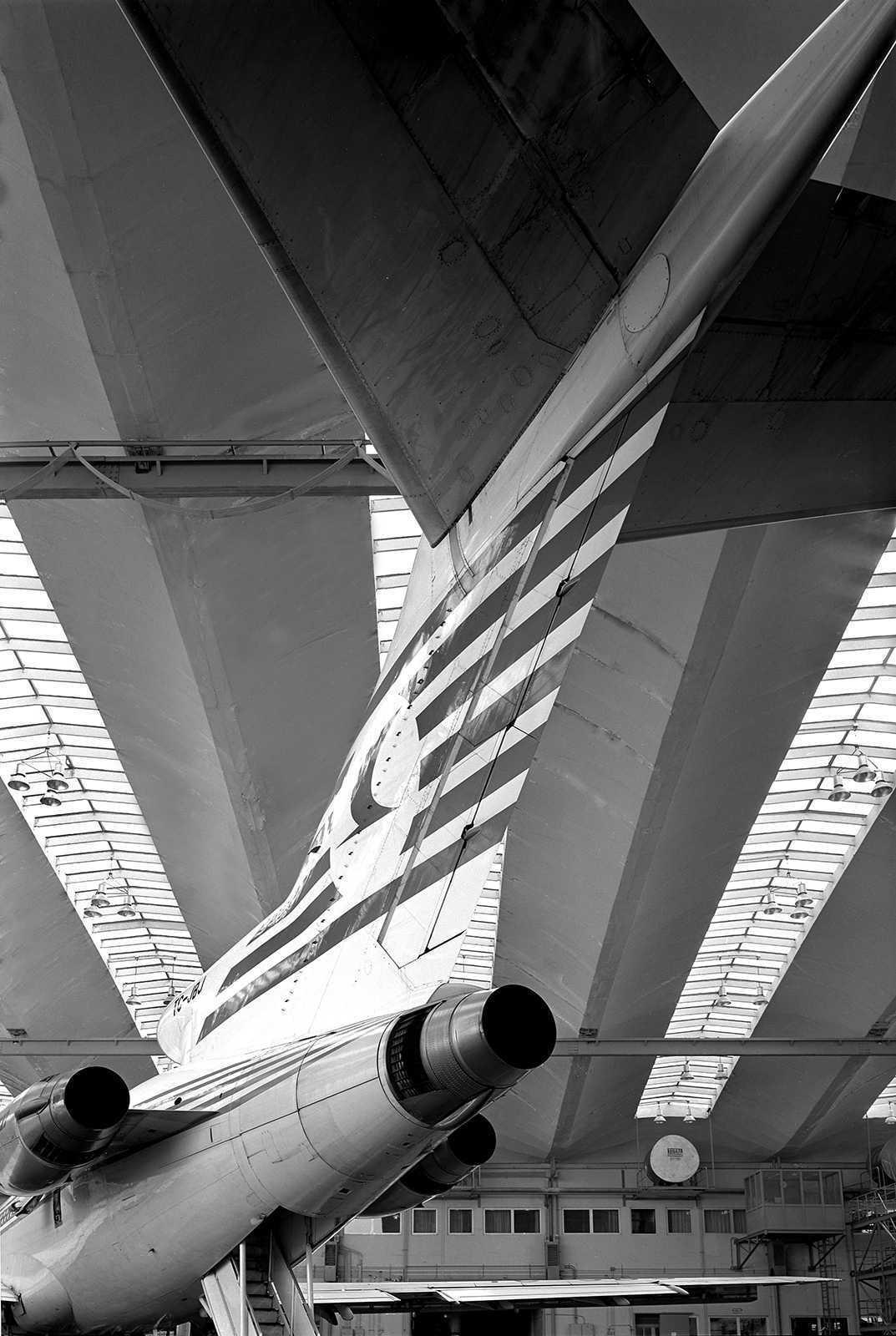 THY Hangar with straight and angular lines, Hayati Tabanlioglu, Yesilkoy, Istanbul, 1981.