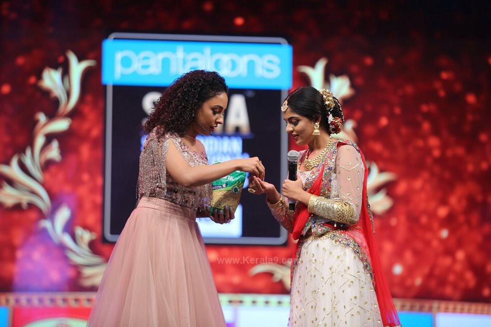 Aishwarya Lekshmi at siima awards 2019 photos 001