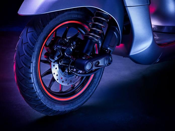 bajaj chetak electric scooter images 002