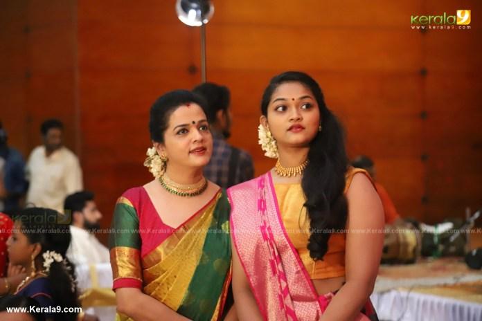vinduja menon and daughter at actress mahalakshmi marriage photos 001