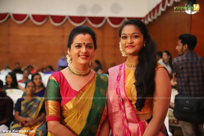 vinduja menon and daughter at actress mahalakshmi marriage photos 002