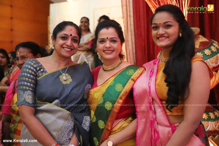 vinduja menon and daughter at actress mahalakshmi marriage photos 004