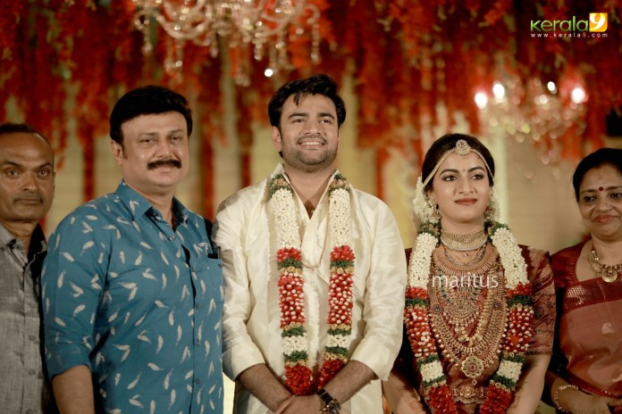 maniyan pillai raju son marriage photos 004