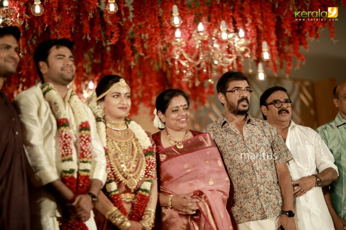 maniyan pillai raju son wedding photos 022