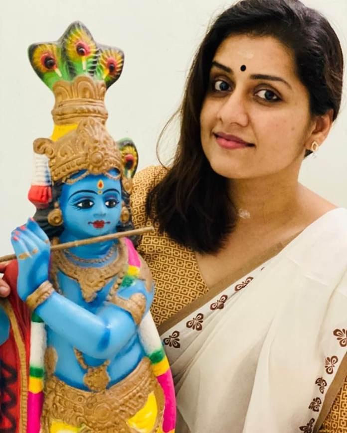 actress sarayu mohan vishu celebration pics