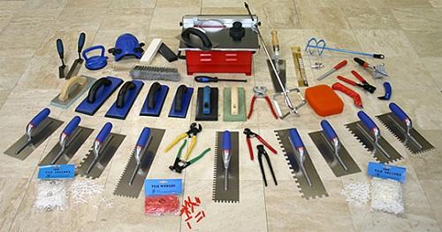 Необходимый инструмент для укладки плитки.