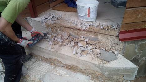 демонтаж разрушений ступеней крыльца