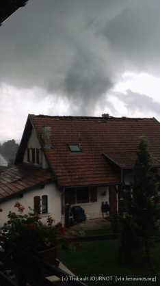 Tornade de Charquemont (Doubs) du 4 août 2014 - Vue de la tornade en direction de l'est-sud-est. (c) - T. Journot