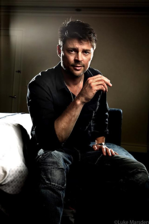 Guide Leonard McCoy by Karl Urban