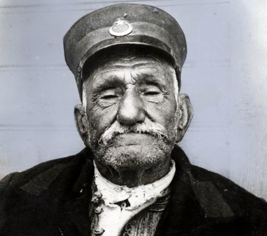 Bitlisli Zaro Ağa Hakkında Bilgi
