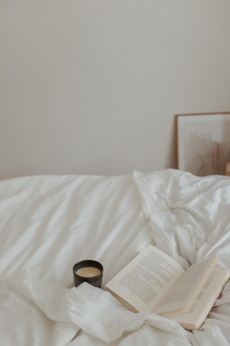 Klare Linien, gedeckte Farben und ein Hauch von Boho. So habe ich mein Schlafzimmer zu meiner kleinen Wohlfühl-Oase gemacht.