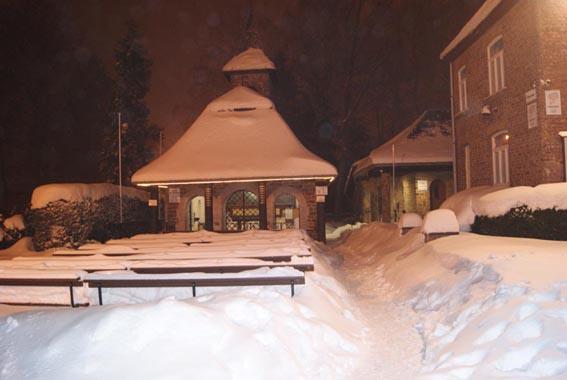 verschijningskapel Banneux in de sneeuw