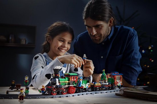 LEGO-Creator-Expert-Winter-Holiday-Train (3)