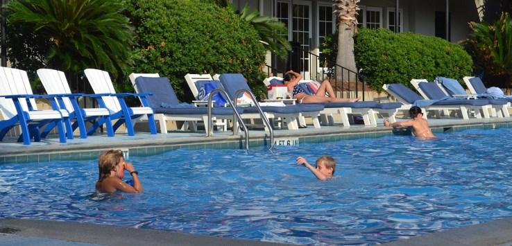 https://pixabay.com/en/pool-kids-playing-kids-swimming-929104/