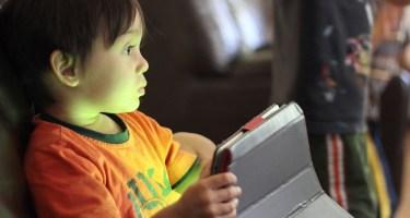 https://pixabay.com/en/kids-playing-connected-childhood-1253096/