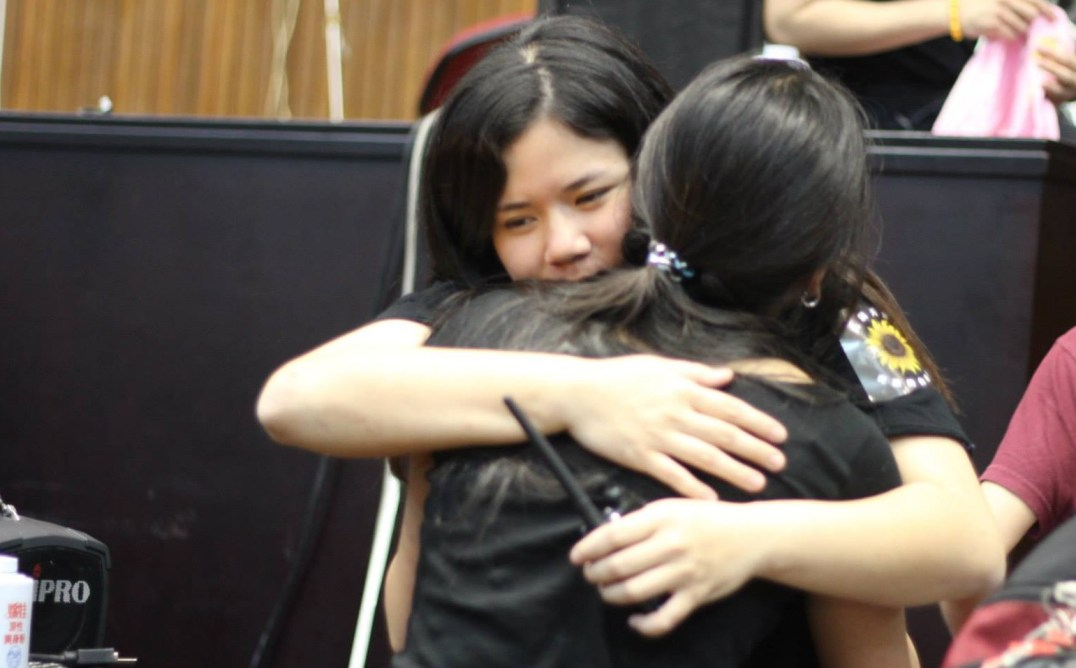 Student occupiers hug each other goodbye as they leave the parliament (Photo by Alysa Chiu)