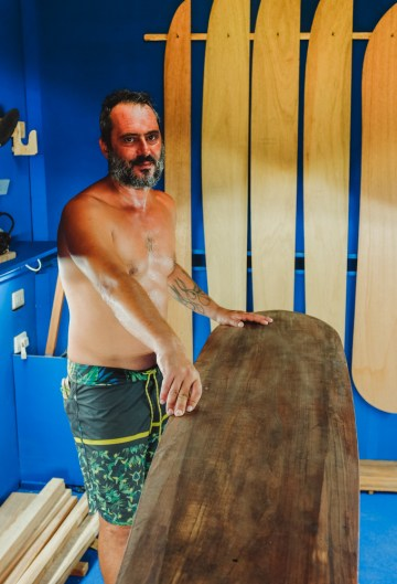 Giovanni crafts his own Alaia boards (by Guang-Hui Chuan of GSquaredTravel)