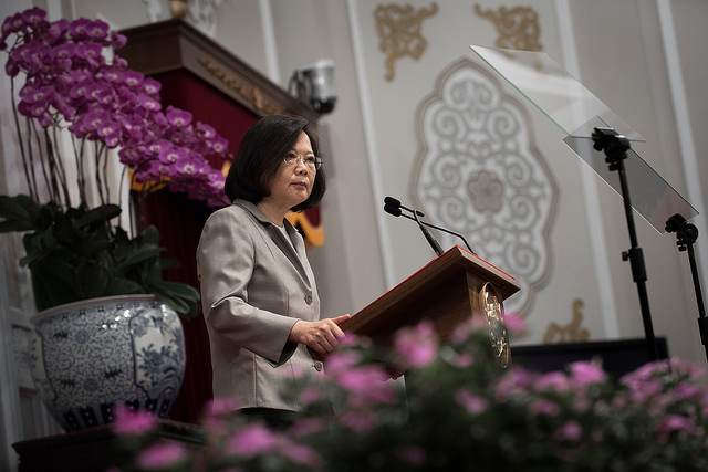 Tsai addressing foreign media (Presidential Officer Flickr, CC BY 2.0)