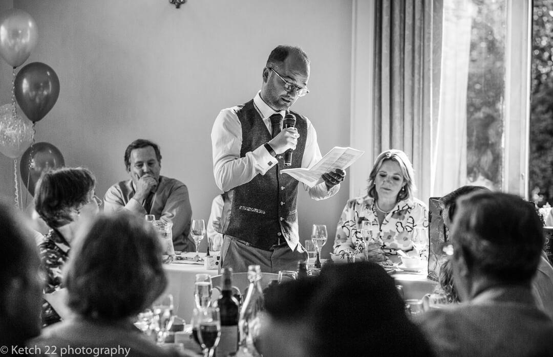 Best man making speech at Herefordshire wedding
