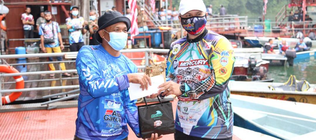 YB. Ustaz Ariffin Deraman