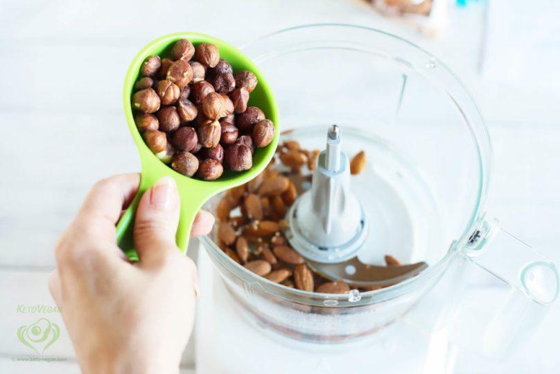 Add raw hazelnuts | keto-vegan.com