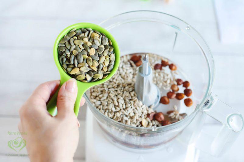 Add raw pumpkin seeds | keto-vegan.com