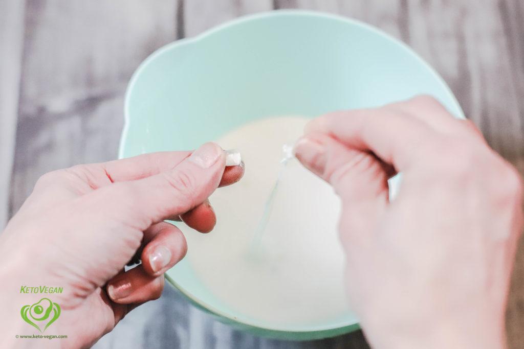 Sprinkling probiotics | www.keto-vegan.com