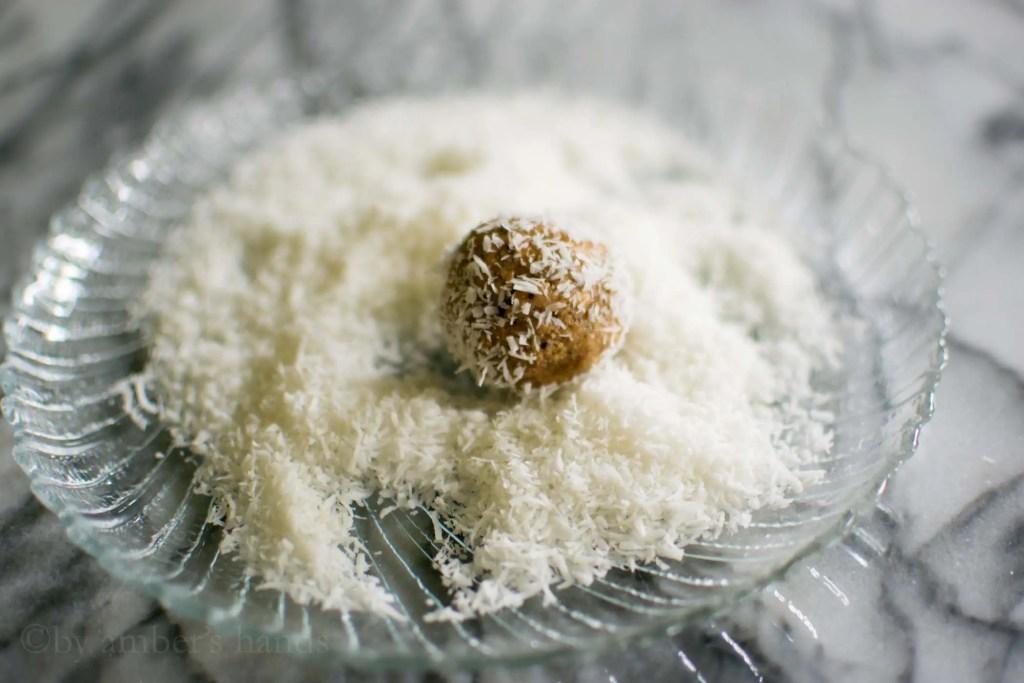 Low Carb Energy Bites -keto cake walk-