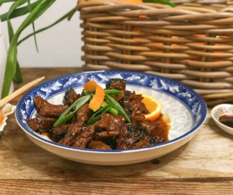A bowl of Keto Orange Beef.
