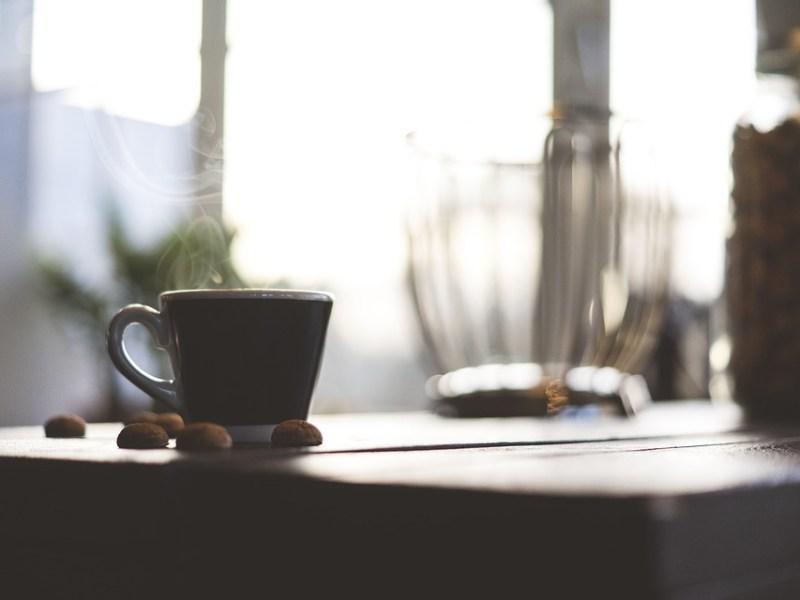 Minkä takia kahviin pitää laittaa voita ja öljyä?