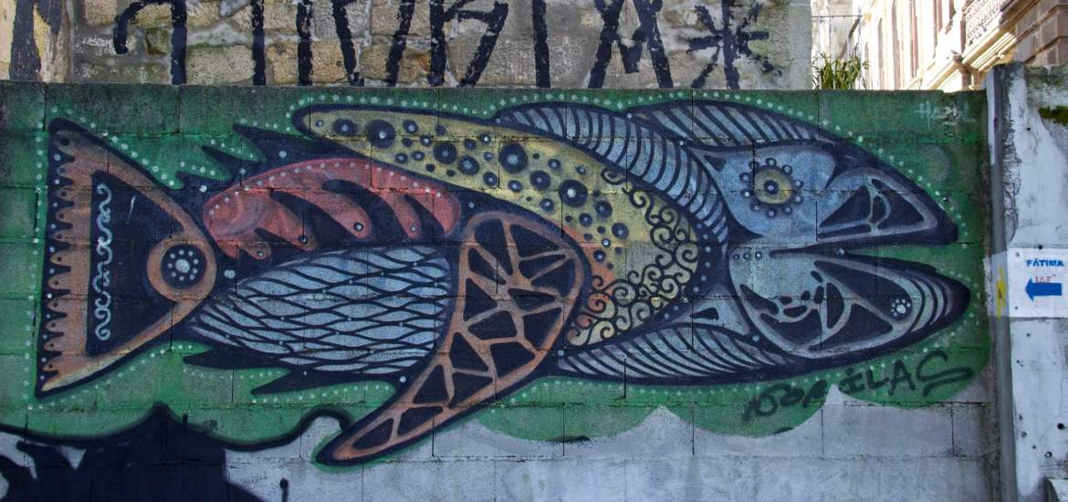 Street art in Porto: an elaborate fish painted on a wall. ©KettiWilhelm2020