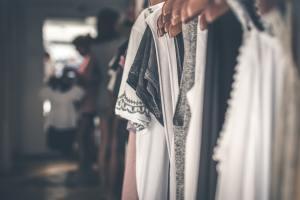 Muotikauppaa uhkaa koronakevään lisäksi heikentyvä työllisyys