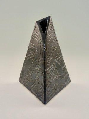 Weenus Vase V2 by Kevin Eaton