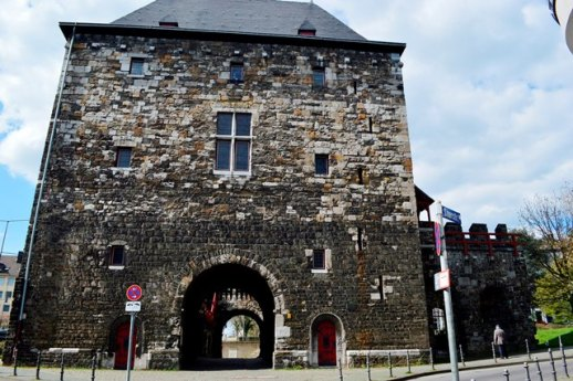 portas medievais em Aachen