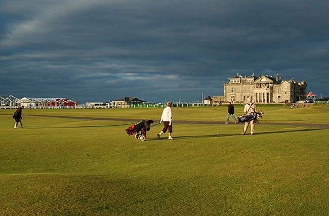 Play Golf on the Old Course at St. Andrews