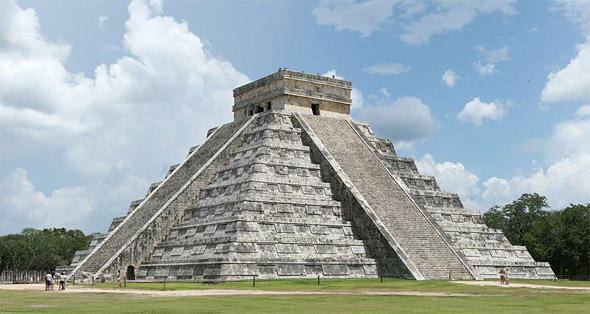 El Castillo, Chichen Itza in Yucatan, Mexico