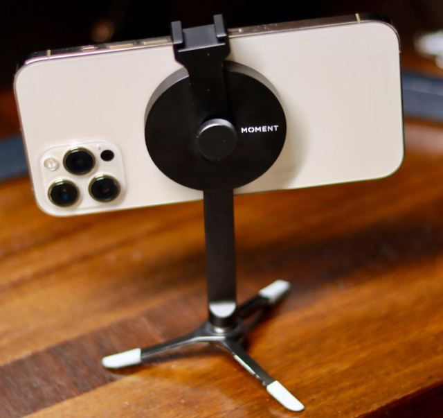 Moment Pro Tripod Mount with Magsafe with joby griptight feet