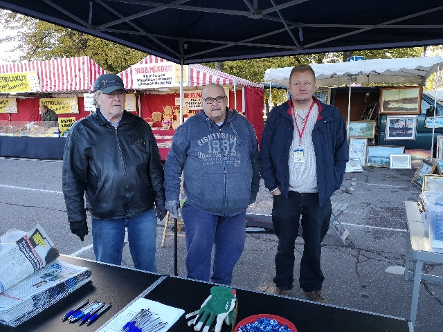 Porvoon syysmarkkinat 2018, kuvassa Risto Erkamo, Håkan Mansner ja Kevin Servin.